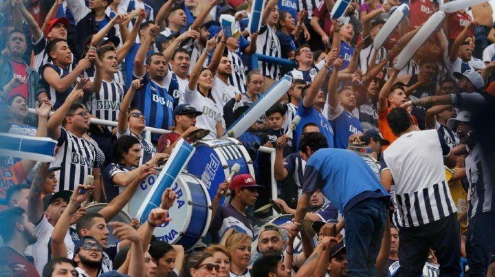 Con el apoyo de sus hinchas, Talleres visita a Godoy Cruz