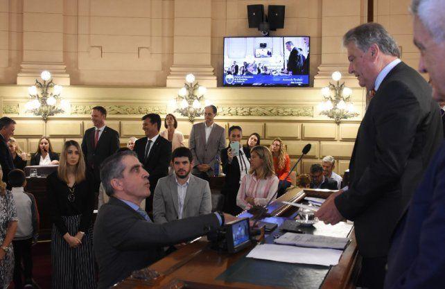 El senador justicialista por San Lorenzo, Armando Traferri, durante la jura.