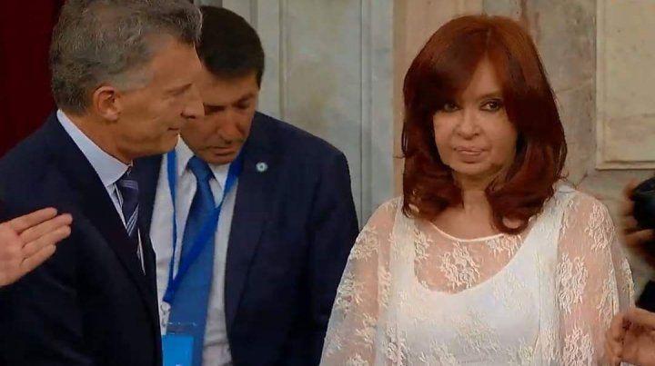 El frío y distante saludo entre Macri y Cristina en el Congreso