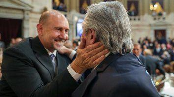 El saludo entre el Presidente y el gobernador electo de Santa Fe que mañana asumirá su cargo.