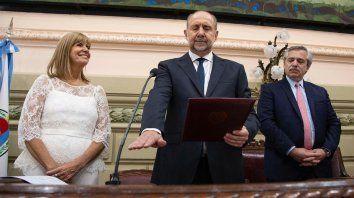 con el apoyo de alberto y un discurso duro contra lifschitz y los senadores, perotti inicia su gobernacion