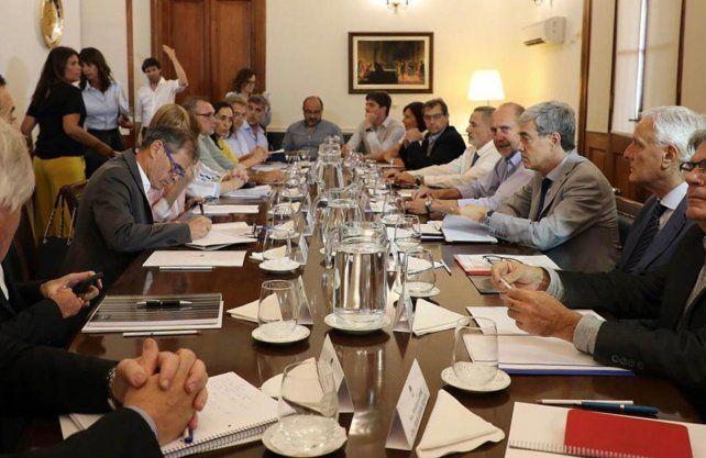 Omar Perotti encabezó su primera reunión de gabinete
