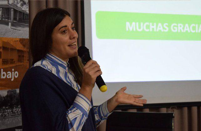 Eva Bellini es licenciada en Economía (FCE UNL), Estudiante de Maestría de Entidades de la economía social e Integrante del CEDEBH.