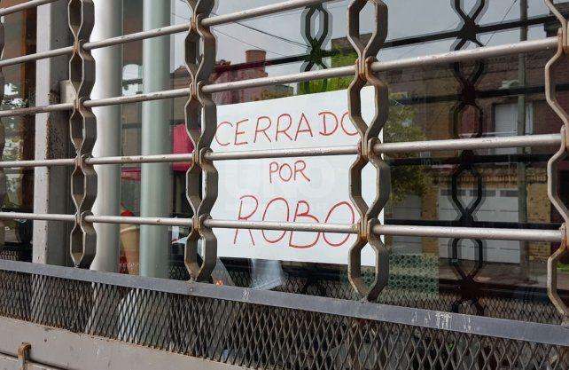 Los dueños del comercio asaltado decidieron cerrar de manera momentáea para saber qué hacer para seguir.