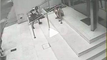 demencial robo a trompadas en barrio sur