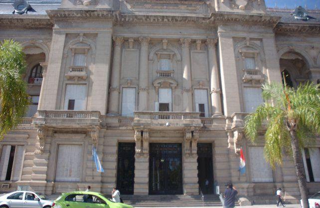 El gobernador Perotti firmó el decreto y las mujeres quedarán desobligadas el lunes