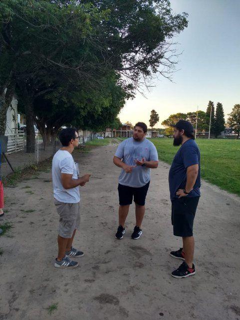 El ex-Puma dialoga con el PF Alexis Foletto y Joaquín Barrandeguy