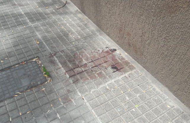 Los motochorros quisieron asaltar a una mujer y los vecinos los enfrentaron.
