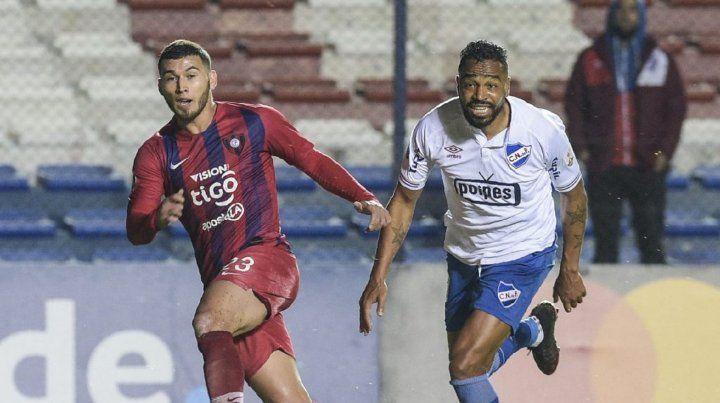 Un uruguayo que jugó dos Mundiales fue ofrecido a Colón