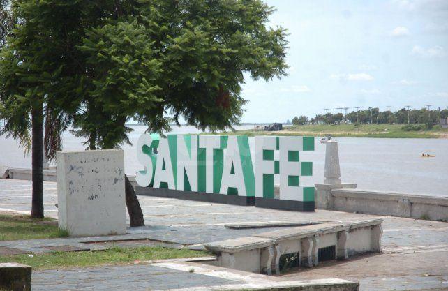 Así luce el tradicional cartel de la Costanera tras ser reparado.