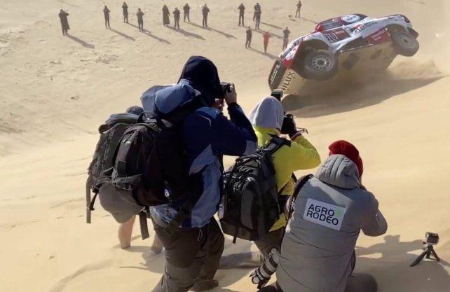 Mirá el impresionante vuelco de Fernando Alonso en el Dakar