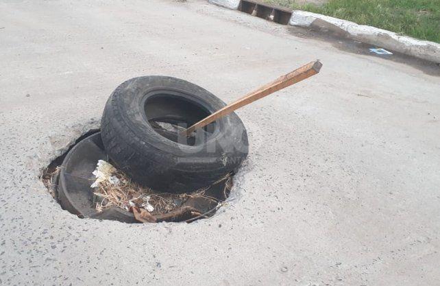La advertencia de un peligroso bache en Candioti norte