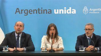 Omar Perotti, Sabina Frederic y Marcelo Sain durante la conferencia de prensa.