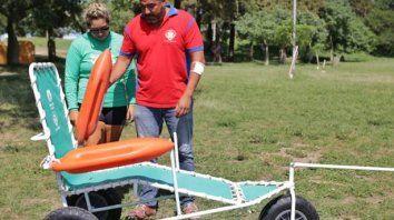 una silla anfibia para personas con movilidad reducida