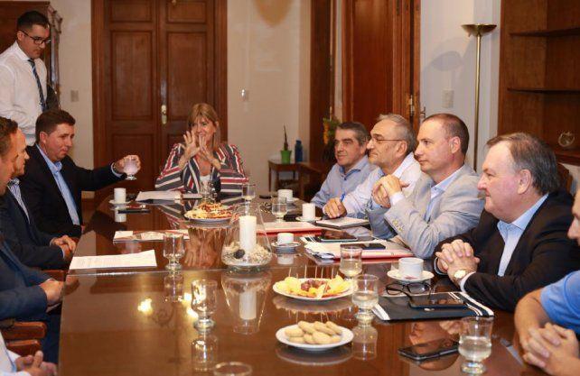 Este miércoles por la mañana los senadores, encabezados por su presidenta Alejandra Rodenas, recibieron a los referentes de la Cámara Argentina de la Construcción delegación Santa Fe.