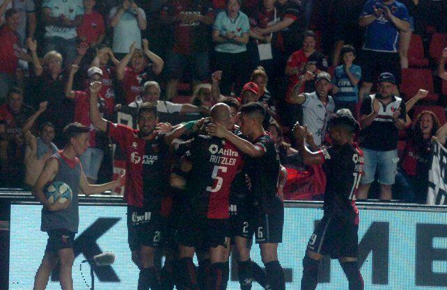 Colón se vería beneficiado por la decisión de Superliga de suspender el torneo y los descensos.