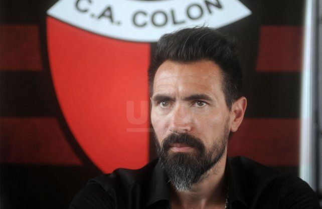 A diferencia del presidente Josñé Vignatti, Eduardo Domínguez piensa que debería haber descensos.