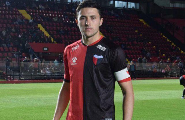 Facundo Garcés firmó su primer contrato con Colón.