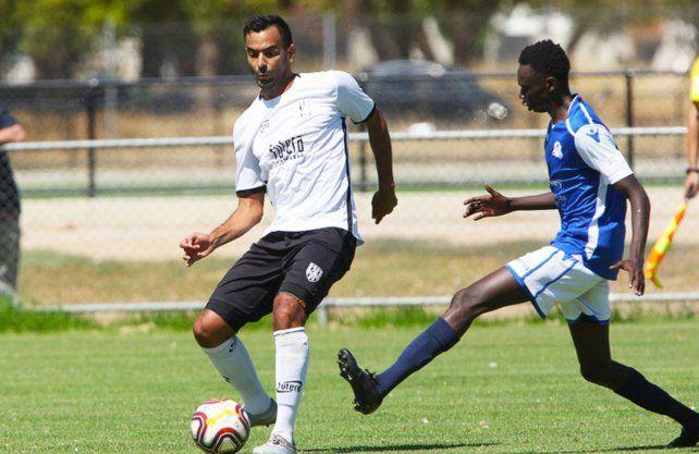 Flores, con pasado en Unión, se encuentra actualmente en el fútbol de Australia.