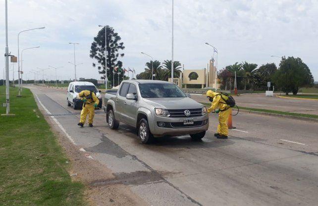 Desinfectan a los vehículos que ingresan a Santa Fe por el Túnel Subfluvial
