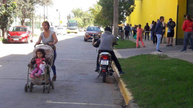 Las calles de Santa Fe, cada vez con más movimiento (barrio Guadalupe Oeste).