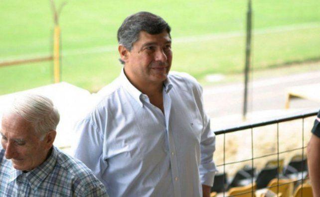 Guillermo Raed, vice de la AFA, expuso que habría que terminar los torneos del fútbol argentino en la cancha
