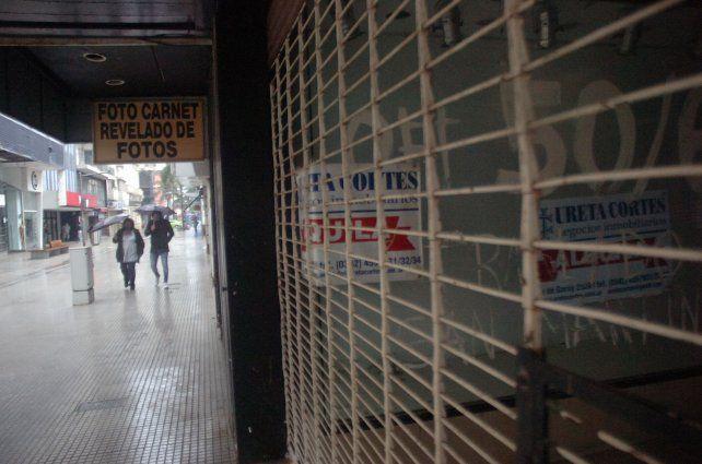 Cada vez hay más locales desocupados y la mayoría se dan en la peatonal