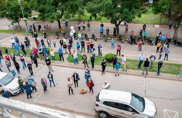 Los comerciantes de Esperanza se manifestaron frente a la municipalidad. Gentileza: Ucoes