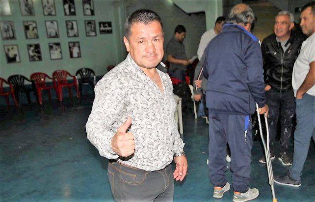Dedica a enseñar boxeo y lo hace con mucha dedicación y responsabilidad.