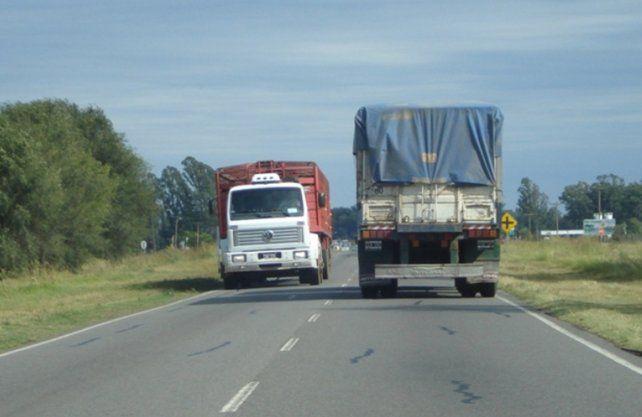 El transporte de cargas solicita la suspensión del cobro de peajes y de impuestos provinciales