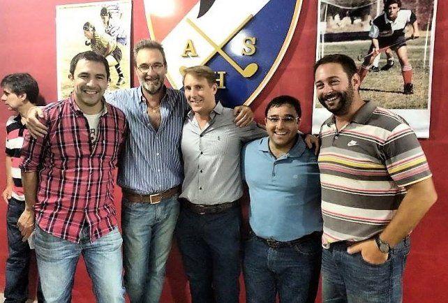 Reynoso junto a los dirigentes Heymos, Pato López, Nacho Achkar y Daniel Raviolo.