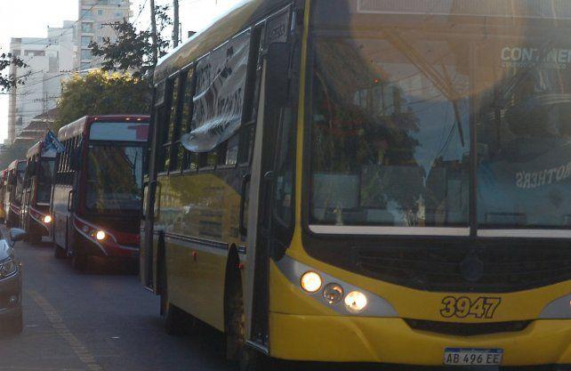 Transporte. En Santa Fe, UTA mantiene el estado de alerta y en Rosario ya van 28 días de paro