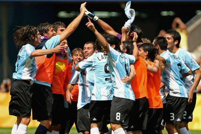 Nicolás Pareja, campeón en Beijing 2008, es uno de los centrales apuntados por Domínguez para Colón.