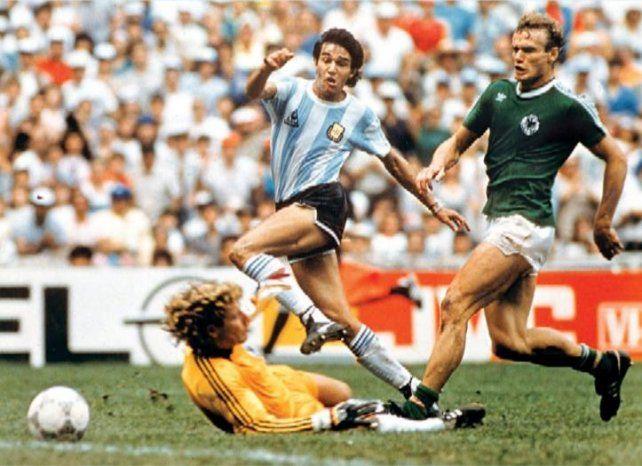 Jorge Burruchaga definió el partido con una corrida espectacular.