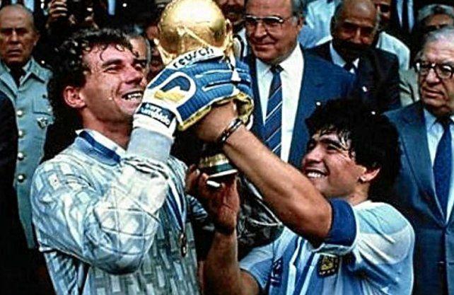 Nery Pumpido reveló de un llamado de Diego Maradona para saludarlo.