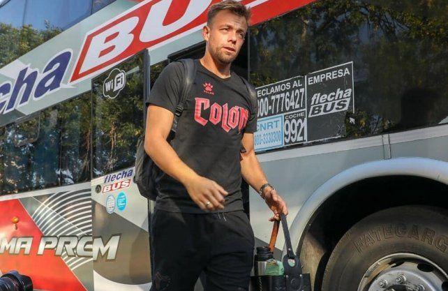 Leonardo Burián está en Uruguay esperando novedades sobre la vuelta al trabajo en Colón. Prensa Colón