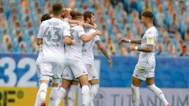 El Leeds del Loco Bielsa aplastó al Stoke City y se encamina al ascenso en Inglaterra.