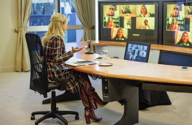 El lunes, la primera dama mantuvo un encuentro virtual con seis docentes de diferentes provincias. Por Santa Fe participó Natalia Infante, de Chañar Ladeado.