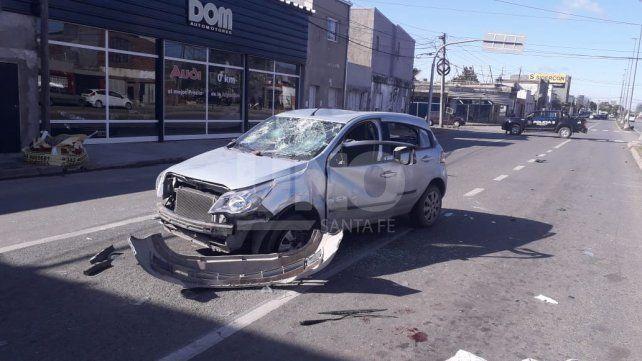 Murió un motociclista tras chocar contra un auto, cuyo conductor fue golpeado y derivado al Cullen