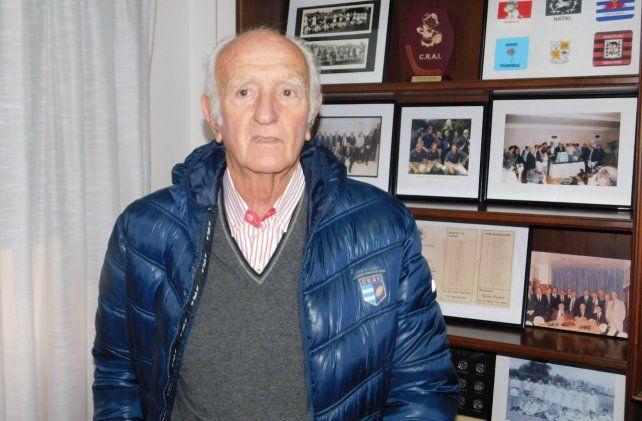 Como entrenador Gitano logró los títulos de campeón del 79, 80, 81, 82, 83, 84 y 85.