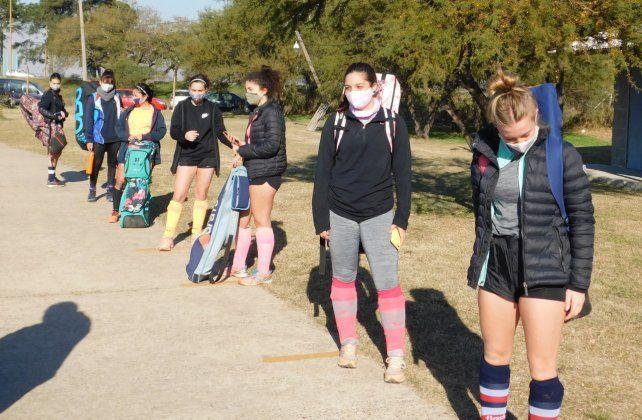 Las jugadoras de Santa Fe Rugby que cumplen con el protocolo autorizado.