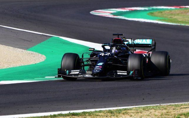 El inglés Lewis Hamilton ganó un accidentado Gran Premio de la Toscana de F1 en el circuito de Mugello
