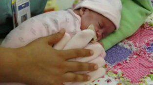 Una mamá dejó un guante sobre su bebé prematuro y pasó algo impactante