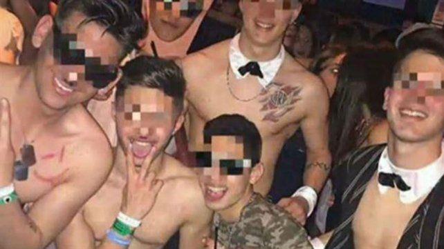 Los estudiantes agresores llegaron al boliche con esvásticas y bigotes pintados