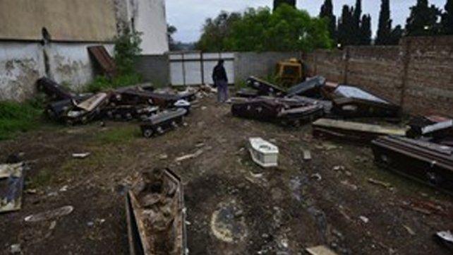 Denuncian que empleados de un cementerio venden cadáveres