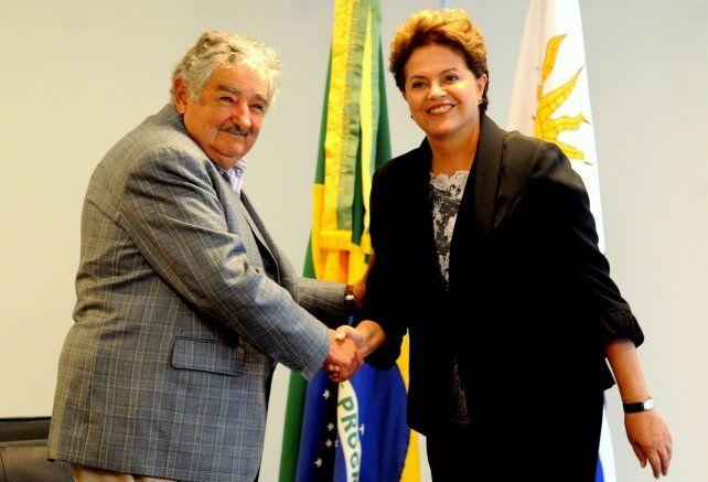 Otras épocas. Pepe Mujica y Dilma se saludan como mandatarios