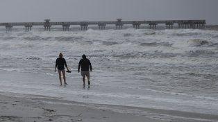 Matthew se debilitó a categoría 3 cerca de la costa de Florida