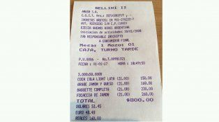 Le cobraron 800 pesos por tres sándwiches y tres gaseosas