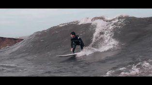 El surfer en la ola fija.