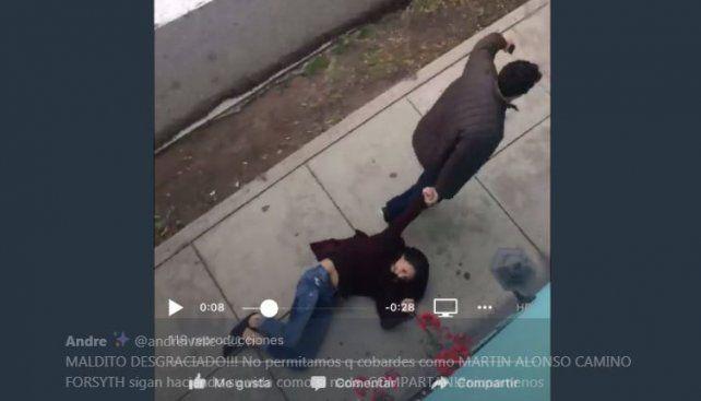 Facebook: captan a sujeto arrastrando a su pareja en plena calle